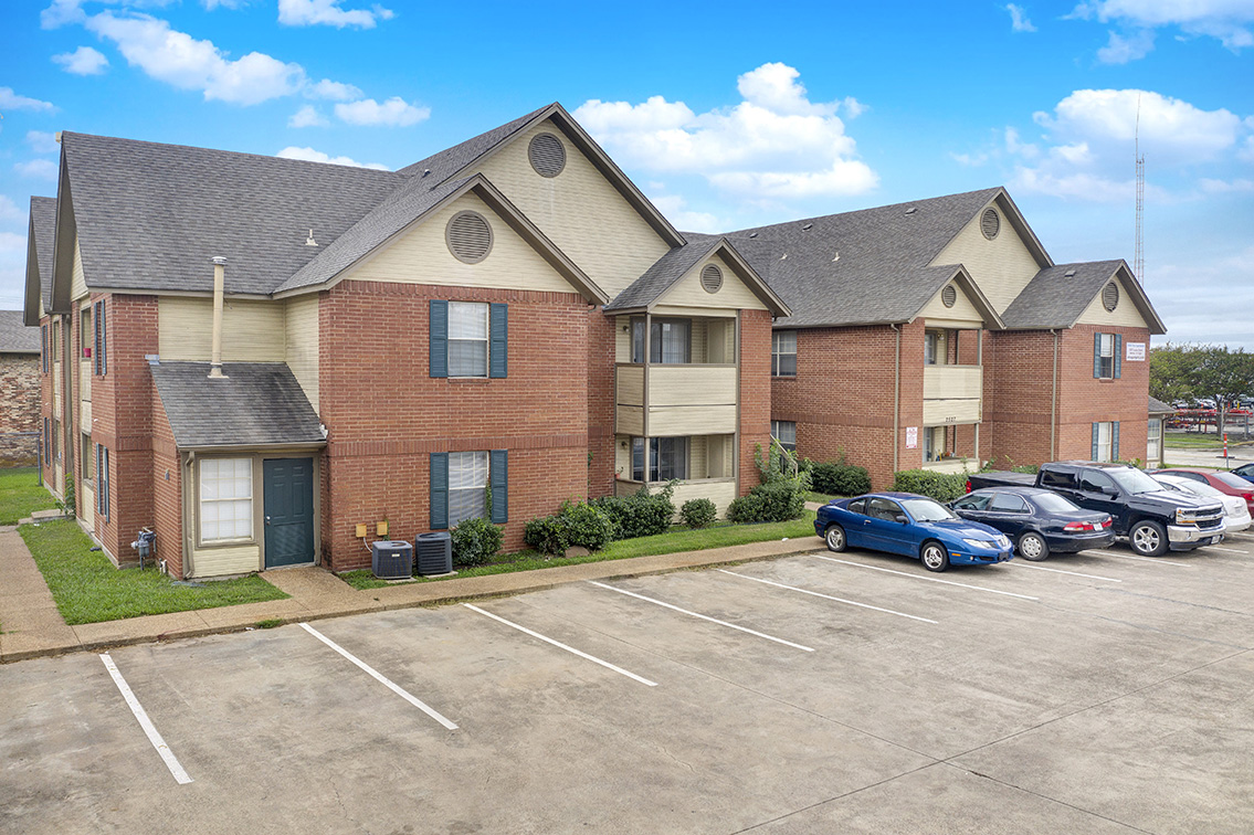 Holly Tree Apartments - Denton, Texas